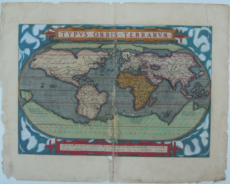 carte ancienne du XVI siècle avant restauration, pliée, collée, déchirée
