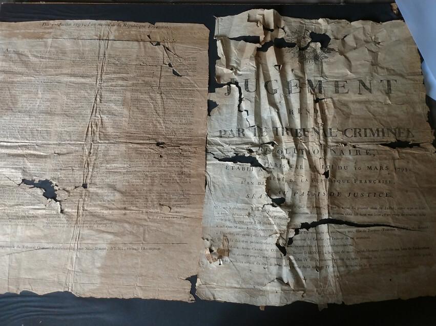 Restauration d'un document très abîmé, nombreuses déchirures