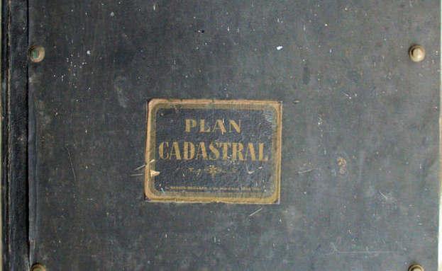plan cadastral avant restauration, cet album de plans est resté longtemps oublié dans une remise...dans une