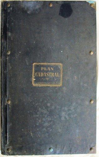 Grand recueil de plans cadastraux avant nettoyage et restauration
